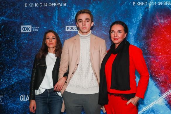 Татьяна Лютаева с сыном Домиником Раманаускасом и Агнией Дитковските. Фото: Сергей Фадеичев/ТАСС