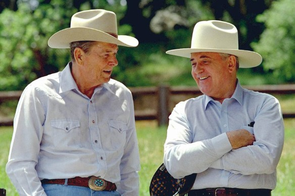 Р. Рейган и М. Горбачев отдыхают на ранчо Рейганов в Калифорнии, 1992 год. Фото: wikipedia.org