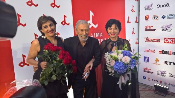 Нани Брегвадзе с дочерью Экой и Вахтангом Кикабидзе. Фото: Dni.Ru/Феликс Грозданов