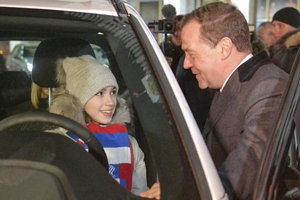 Алина Загитова и Дмитрий Медведев. Фото: Александр Астафьев/ТАСС