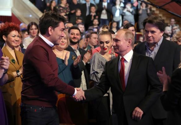 Азамат Мусагалиев, Владимир Путин, Константин Эрнст. Фото: Михаил Климентьев/ТАСС