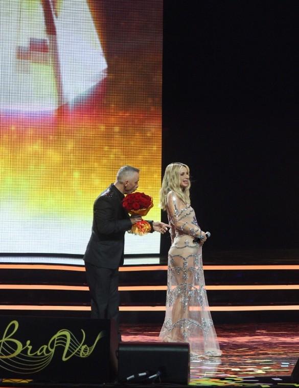Эрос Рамазотти вручил приз Лободе. Фото: пресс-служба