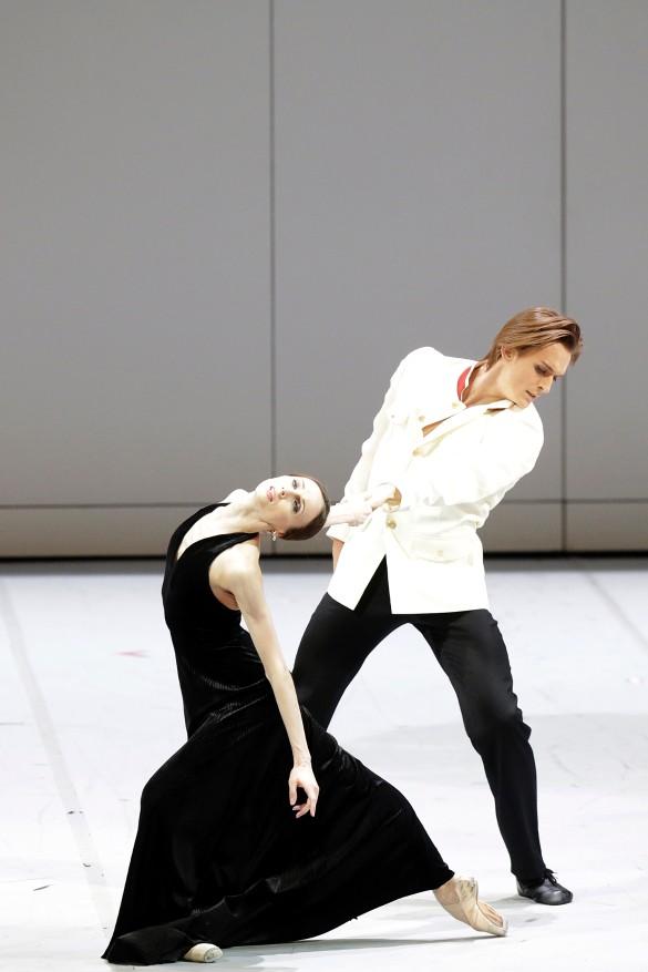 Анна Каренина – Светлана Захарова. Вронский – Денис Родькин. Фото Дамира Юсупова/ Большой театр.