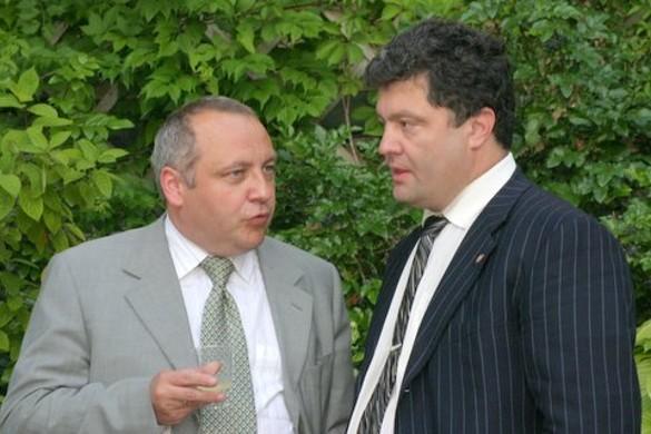 Петр Порошенко (справа) Фото: wikipedia.org/U.S. Embassy in Kyiv, Ukraine