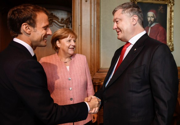 Эммануэль Макрон, Ангела Меркель и Петр Порошенко. Фото: Николай Лазаренко/ТАСС