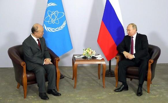 Юкия Амано и Владимир Путин. Фото: kremlin.ru