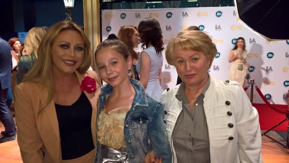Юлия Началова с мамой и дочерью. Фото: Dni.ru