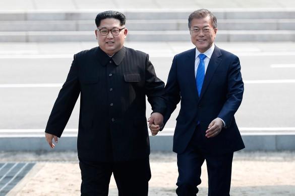 Мун Джэин и Ким Чен Ын. Фото: GLOBAL LOOK press