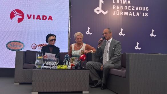 Лайма Вайкуле, Элита Милграве и Александр Шенкман делятся планами. Фото: Dni.ru