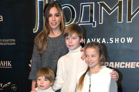 Юлия Барановская с детьми. Фото: GLOBAL LOOK press