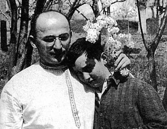 Лаврентий Берия с сыном Серго. Фото: wikipedia.org