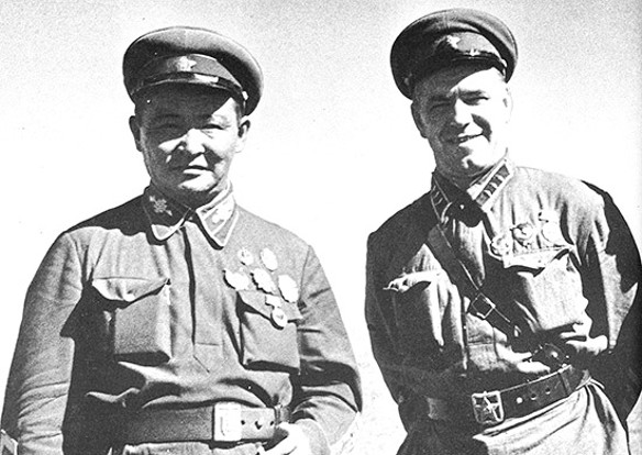 Маршал Х. Чойбалсан и комкор Г. Жуков. Фото: wikipedia.org