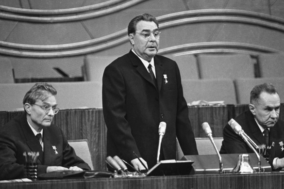 Михаил Суслов (слева). Фотохроника ТАСС