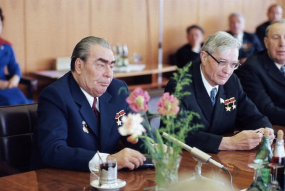 Михаил Суслов (справа). Фотохроника ТАСС