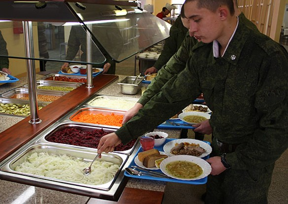 Военная реформа развеяла все стереотипы о питании в армии