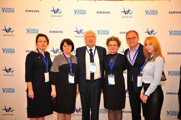 Евгений Ямбург (в центре). Фото: facebook.com/uchimznaem