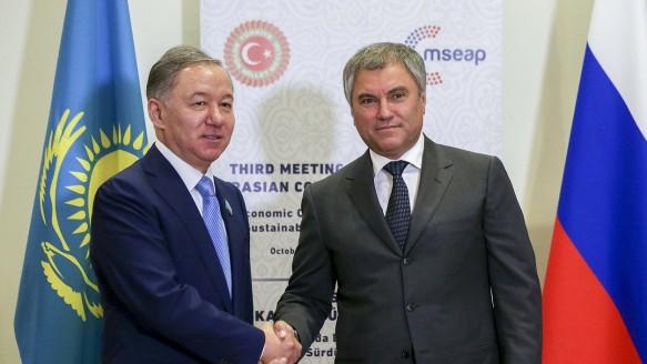 Вячеслав Володин и Нурлан Нигматулин. Фото: duma.gov.ru