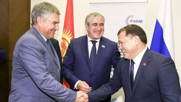 Вячеслав Володин, Сергей Неверов и Дастанбек Джумабеков . Фото: duma.gov.ru
