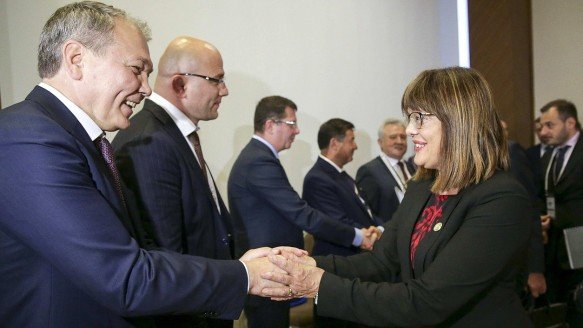 Леонид Калашников и Майя Гойкович. Фото: duma.gov.ru