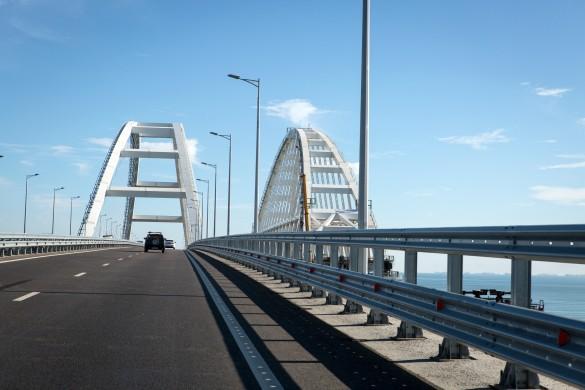 С момента открытия автомобильного движения по Крымскому мосту проехали три миллиона автомобилей. Фото: GLOBAL LOOK press/Nikolay Gyngazov