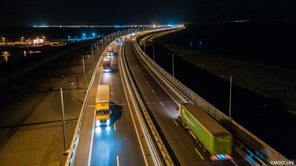 Грузовое движение по Крымскому мосту открылось в начале октября. Фото: most.life/multimedia