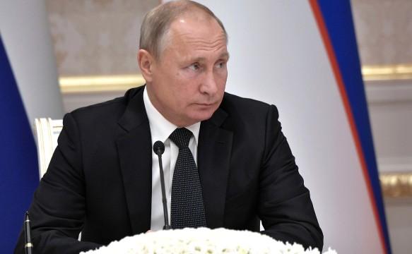 Владимир Путин подписал указ, который затронет приближенных Петра Порошенко. Фото: GLOBAL LOOK press/Kremlin Pool