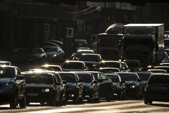 Ожидается, что изменения в законодательство сподвигнут водителей оформить ОСАГО. Фото: GLOBAL LOOK press/Konstantin Kokoshkin