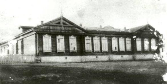 Сгоревшая школа. Фото: wikipedia.org