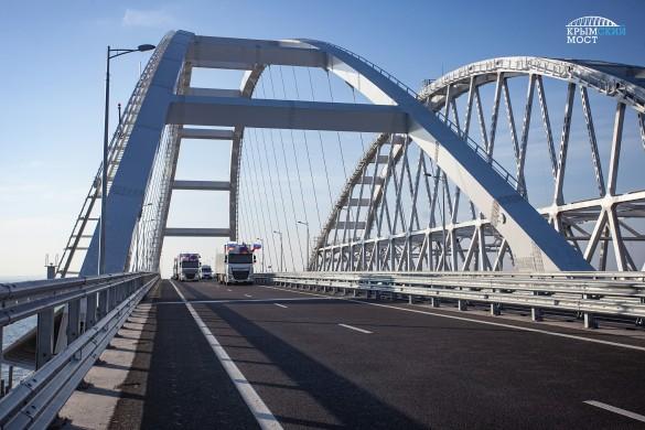 Автомобилист не исключает, что мог видеть Скрипалей на Крымском мосту. Фото: www.globallookpress.com
