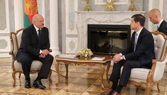 Александр Лукашенко и Аарон Уэсс Митчелл. Фото: president.gov.by