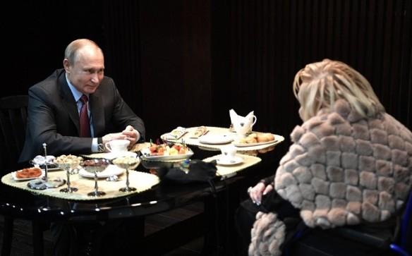 Владимир Путин и Галина Волчек. Фото: kremlin.ru