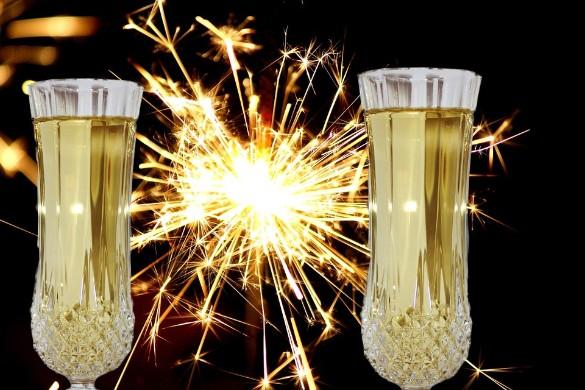 Новый год традиционно встречают с шампанским. Фото: pixabay.com