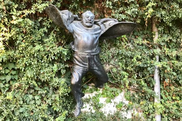 Памятник легендарному кинорежиссеру Сергею Параджанову
