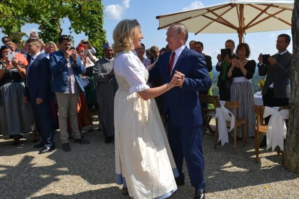 Владимир Путин на свадьбе  Карин Кнайсль и Вольфганга Майлингера. Фото: kremlin.ru