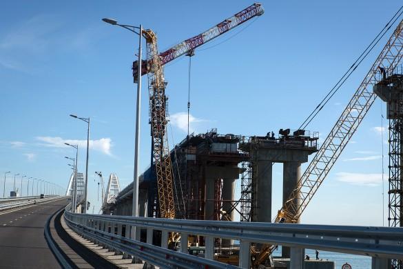 Строительство железной дороги по Крымскому мосту в самом разгаре. Фото: www.globallookpress.com