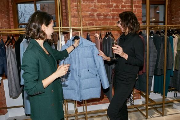 Марина Терентьева помогает выбрать модную одежду. Фото: Пресс-служба