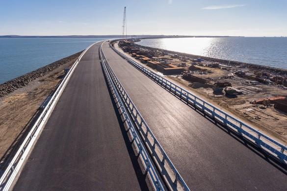 Автомобильное движение по Крымскому мосту было открыто в мае прошлого года. Фото: most.life