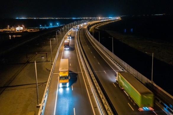 Крымский мост пользуется популярностью у автомобилистов. Фото: most.life