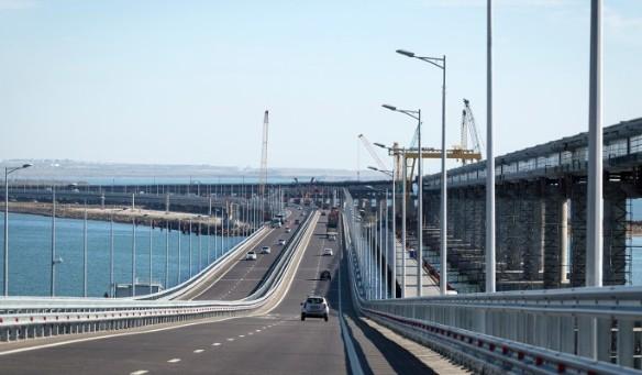 Крымский мост стал любимым объектом нападок для украинских блогеров. Фото: www.globallookpress.com