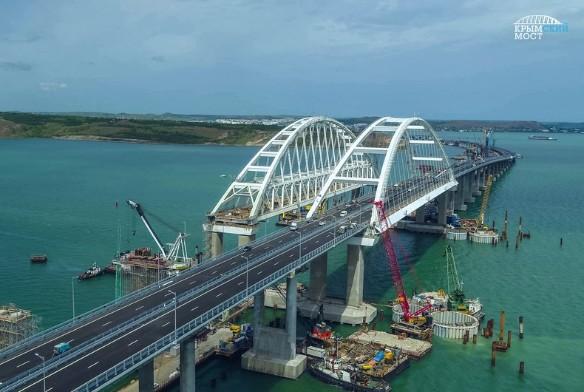 Украинцы ежедневно сочиняют глупые байки про Крымский мост. Фото: most.life/multimedia