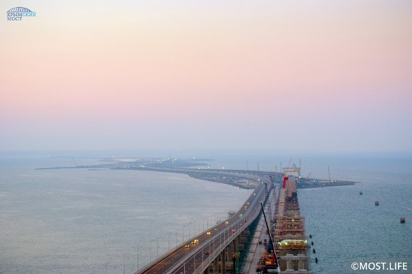 Когда Крымский мост построили, украинцы принялись сочинять про него фейки. Фото: most.life