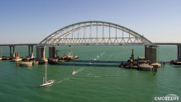 Строители уложили треть рельсов железнодорожной части Крымского моста. Фото: most.life