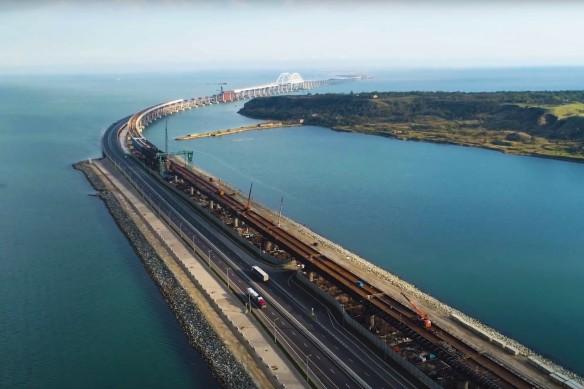 Скоро по Крымскому мосту запустят поезда. Кадр youtube.com