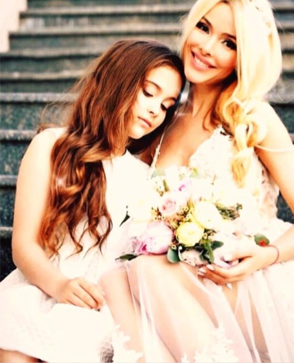 Алена Кравец с дочерью. Фото: личный архив