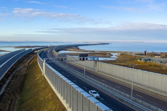 Украинцы утверждают, что из-за плохих грунтов Крымский мост может рухнуть. Фото: most.life