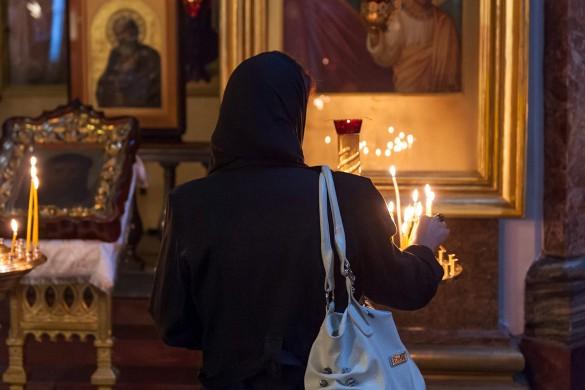В праздник Сретения верующие идут в храм на богослужение. Фото: www.globallookpress.com