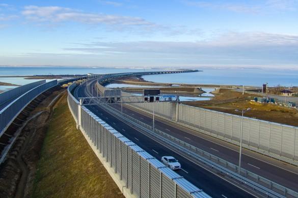Крымским мостом активно пользуются автомобилисты. Фото: most.life