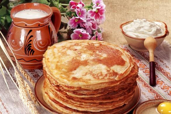 Главным блюдом на Масленицу являются круглые блины, символизирующие солнце. Фото: www.globallookpress.com