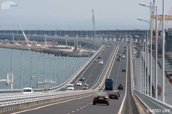 Крымский мост под надежной охраной. Фото: most.life