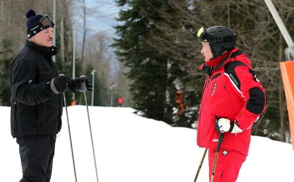 Катание на лыжах не помогло Путину и Лукашенко решить спорные вопросы. Фото: Kremlin Pool/Global Look Press